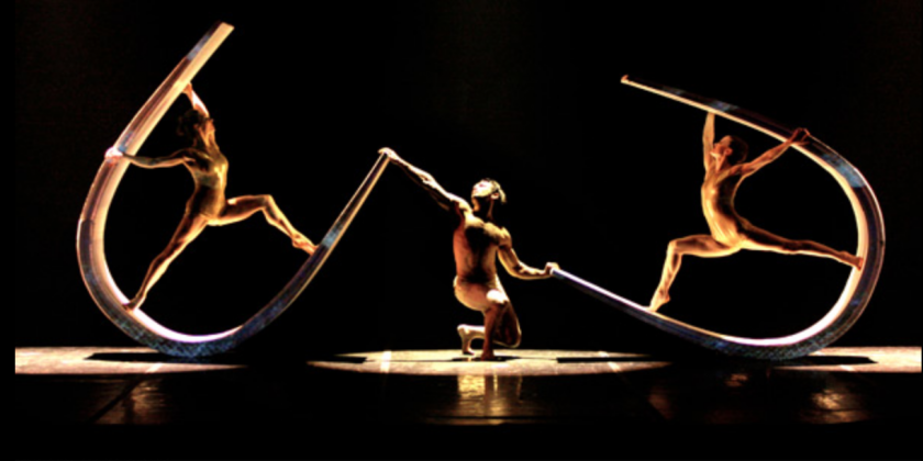 "Dance Review of Momix in ""Alchemia"""