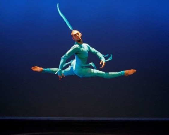 Alvin Ailey American Dance Theater- Photo by Paul Kolnik- Jin(Genie)- AMONG US(PRIVATE SPACES:PUBLIC PLACES)