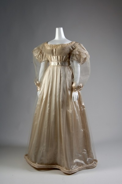 Evening dress in cream silk satin, tulle, and chiffon, 1830, Russia. The Museum at FIT, 2007.12.4. Photograph © The Museum at FIT.