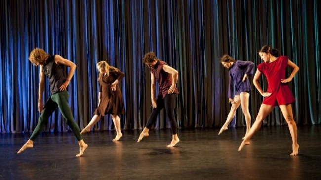 Photo by Yi ChunWu Hilary Clark, Daniel Clifton, Erin Gerken, Heather Olson, and Matthew Rogers, Wrought Iron Fog/ Tere O'Connor Dance