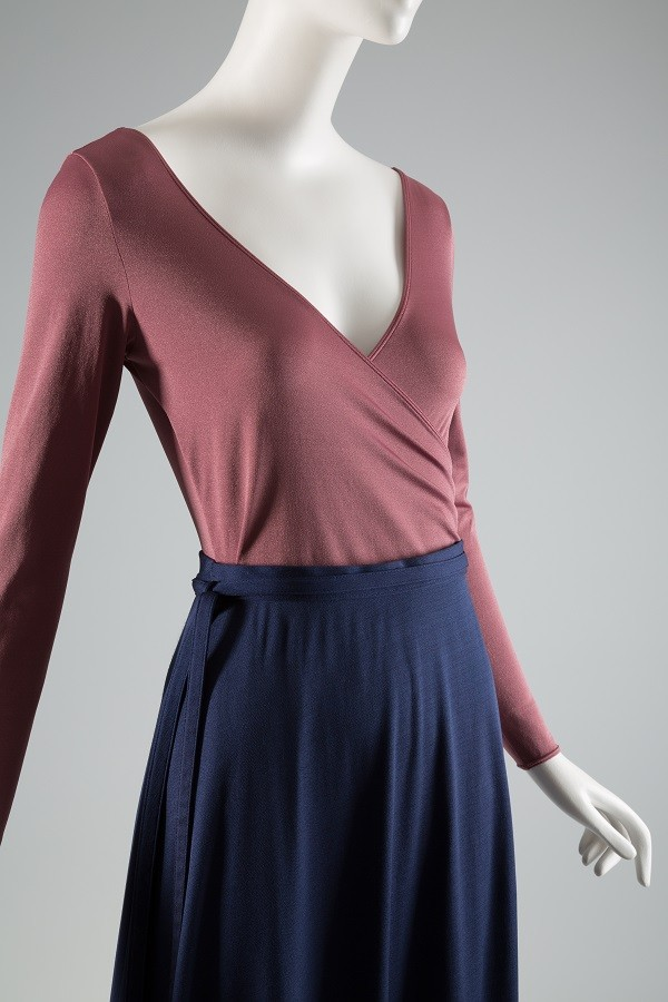 Danskin, light purple knit leotard and navy jersey skirt, 1975-76, USA. The Museum at FIT 2003.61.2 & 3, photograph © The Museum at FIT.