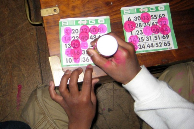A Bingo Player  Gets Artistic With His Neon Pink Dabber!