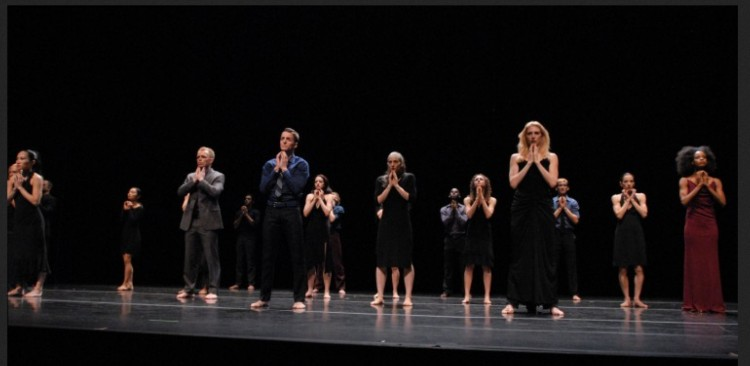 Martha Graham Company in 2007 photo of Lamentation Variations -20 dancers hands folded in prayer