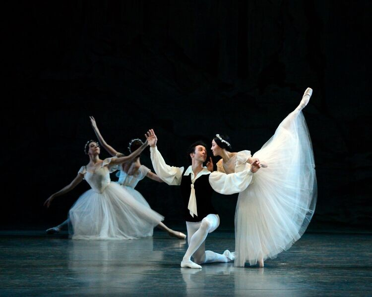 Heo Seo in La Slyphine in a penche en pointe as she leans over Thomas Forester who is kneeling and looking at her