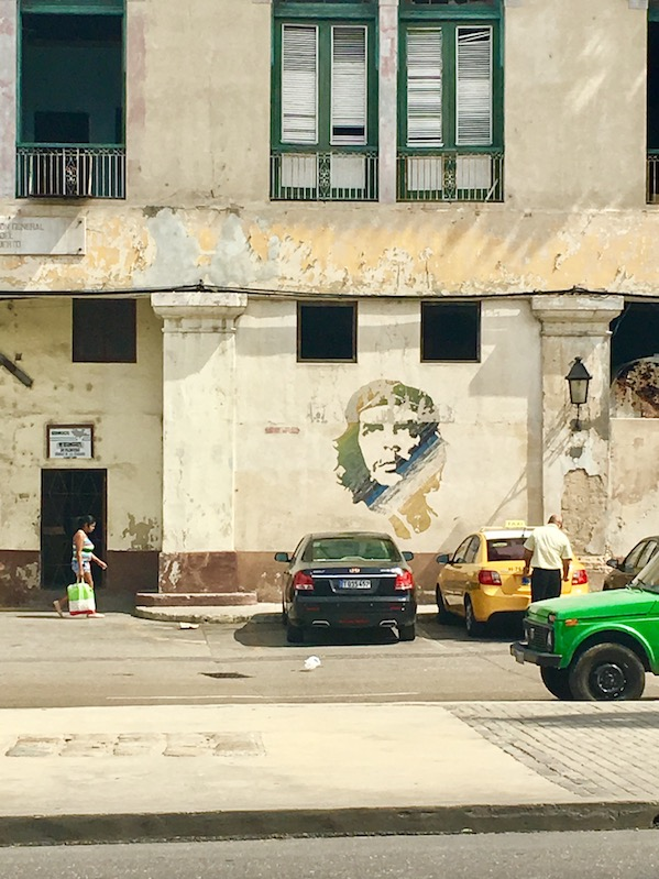 A Che Guevara mural on the side of Cuban building