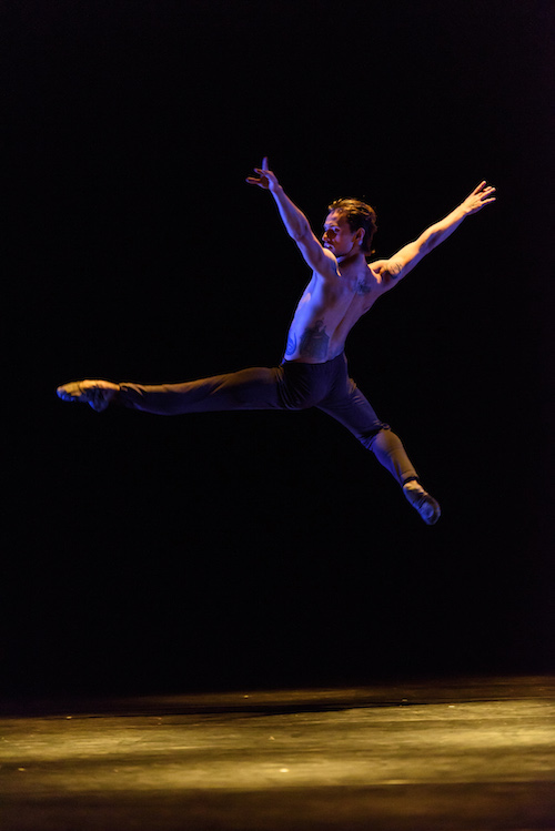 Polunin soars into air. His back leg is bent