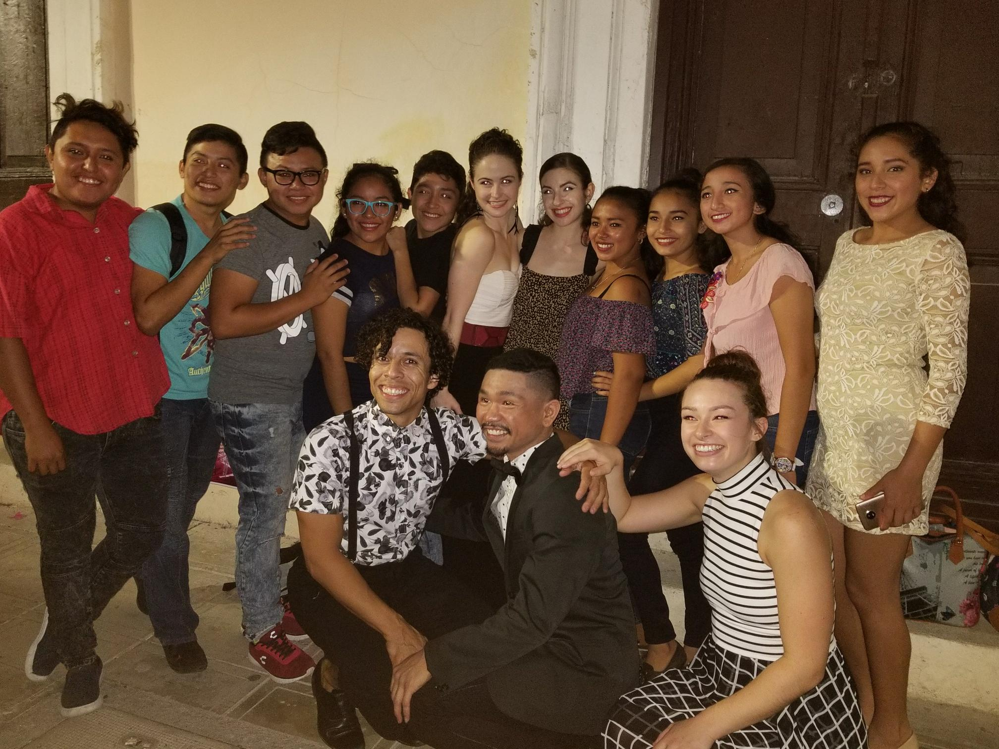 Eryc Taylor Dance Company posing with some students from one of their workshop held in Chocholá.